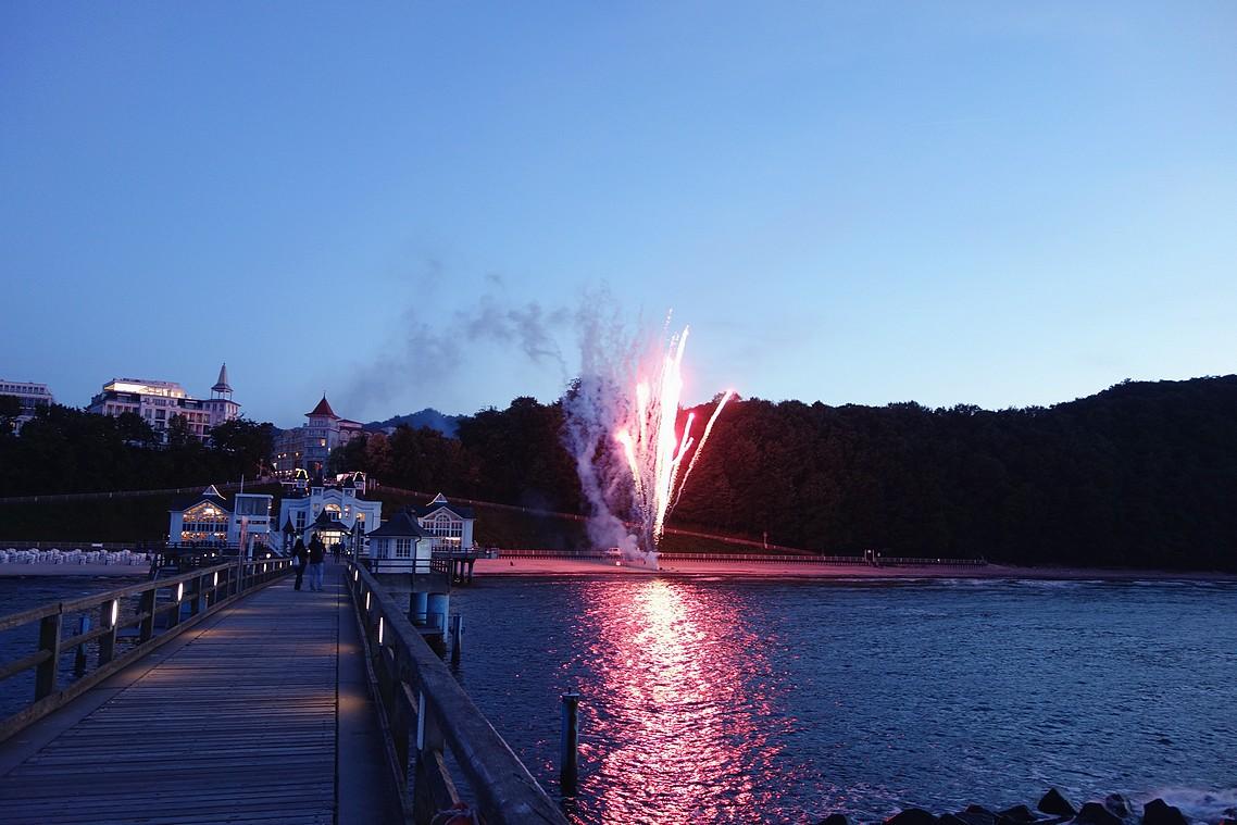 Hochzeits-Feuerwerk am Strand