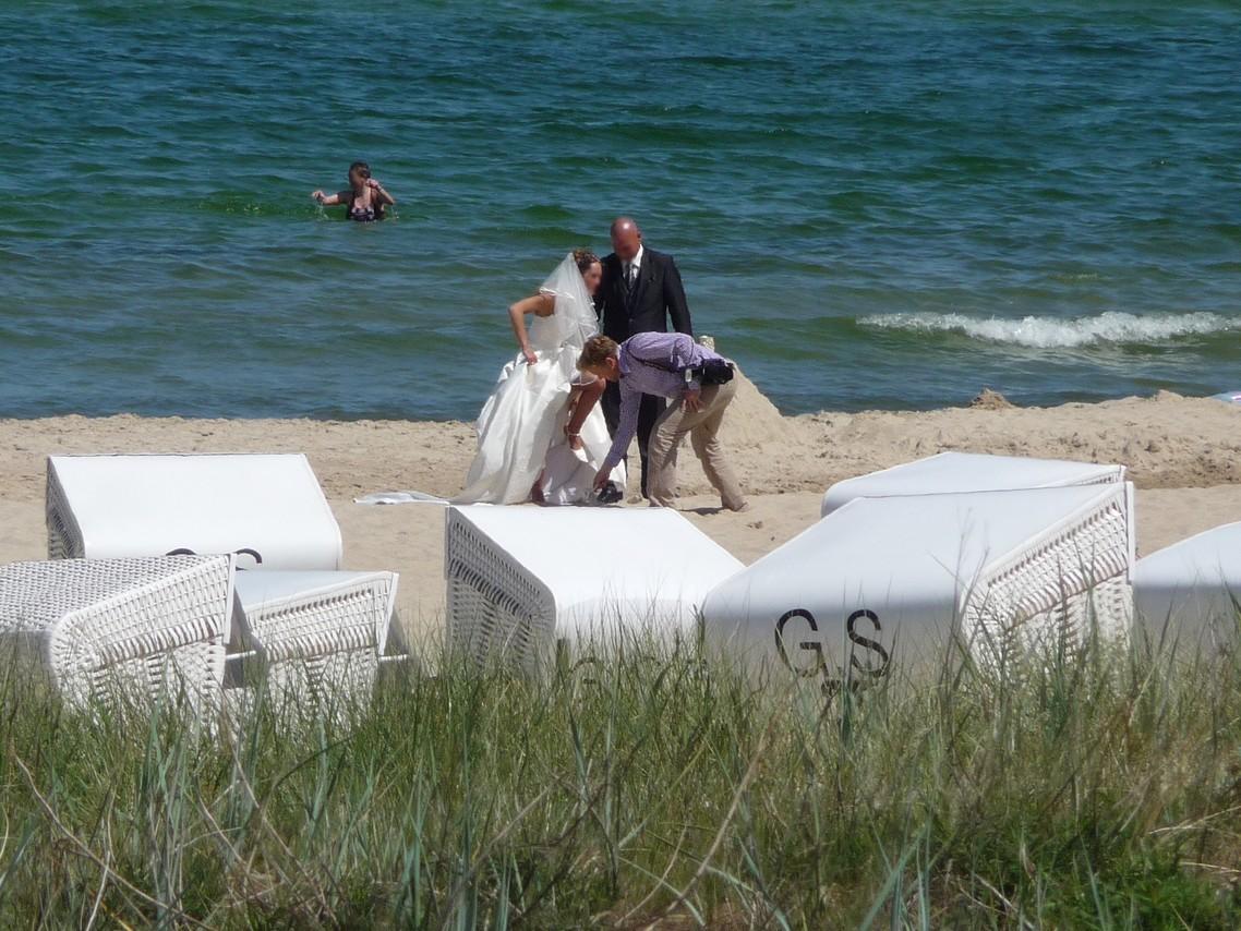 Hochzeitsfoto-Session am Göhrener Strand